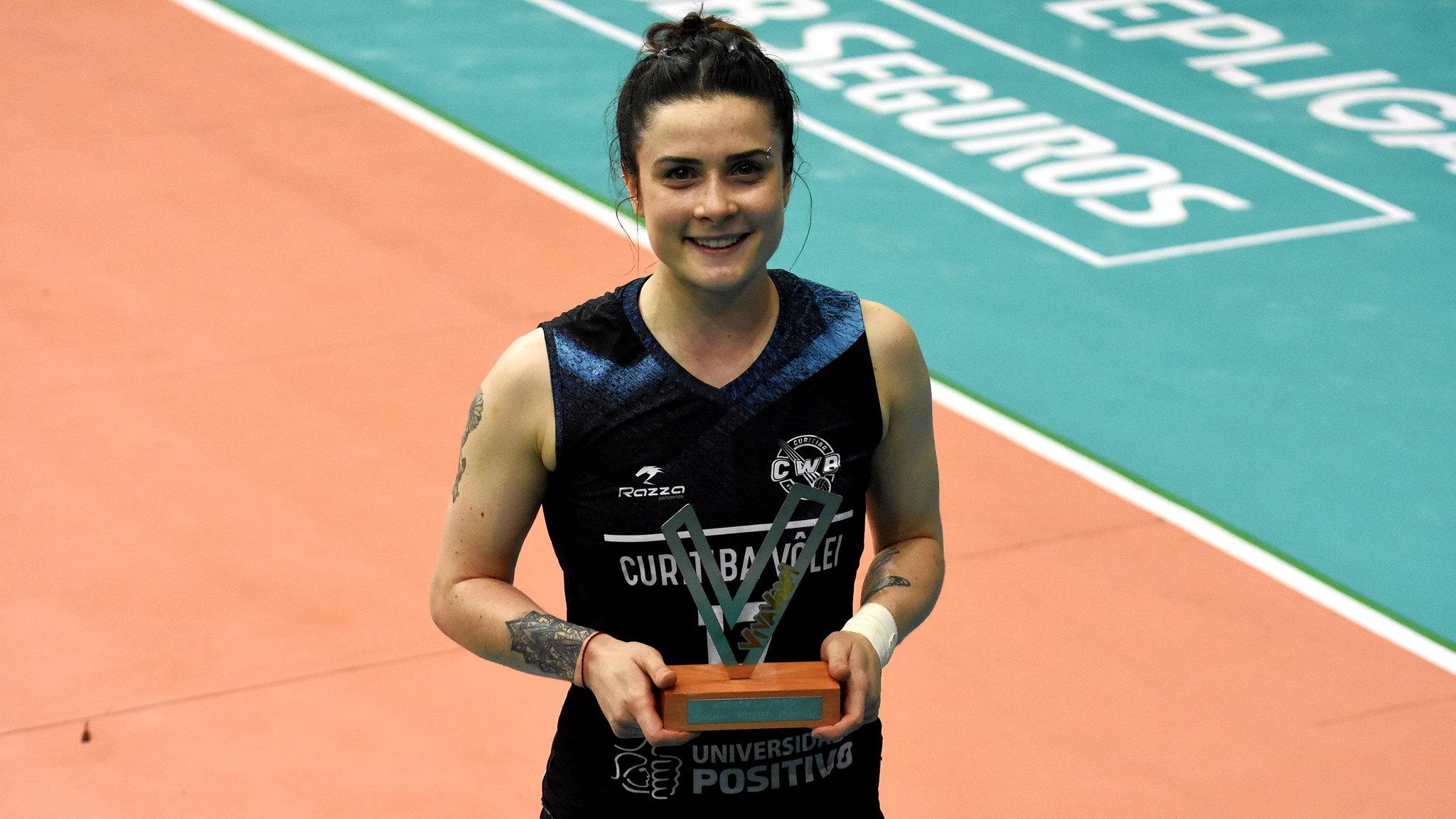 Georgia recebeu Troféu Viva Vôlei (Mailson Santana/Fluminense)