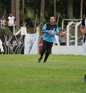 Diego Molina se prepara para repor a bola (arquivo pessoal)